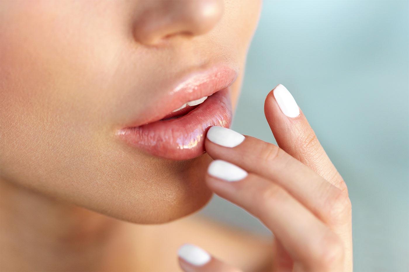 Nawilżanie ust kwasem hialuronowym kaniowscy clinic